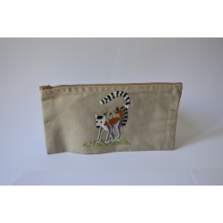 Estuche con animal bordado